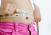 Un enfant qui présente un risque de surpoids doit suivre une diète et manger des aliments faibles en matières grasses.