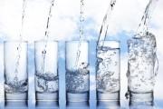 Il faut boire 7 verres d'eau par jour pour combler nos besoins en eau.