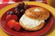 Tartinade au fromage et aux raisins dorés