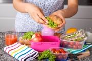 Comment économiser pour les achats de vêtements et des lunchs