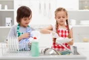 Fini l'exclusivité des tâches ménagères réservées aux parents!!