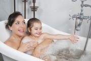 Prendre son bain avec son enfant… jusqu'à quand ?