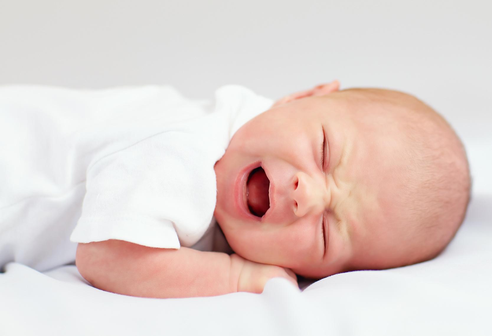 Laisser bébé pleurer