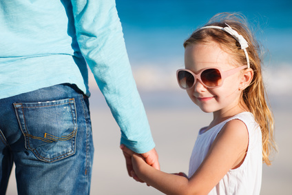 Un père qui protège sa fille
