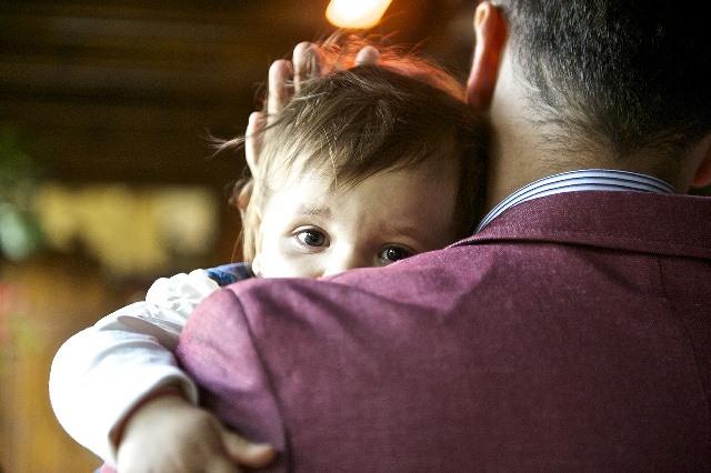 Relation entre un père et son bébé