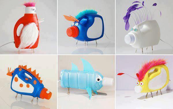 Animaux avec des bouteilles savon lessive