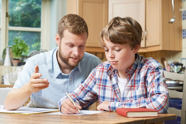 Comment soutenir ses enfants lors des devoirs.