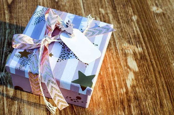 Offrir un cadeau à l'enseignant de notre enfant oui ou non?