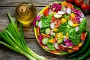 Salade croquante parfumée au sésame