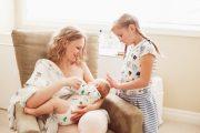 L'art d'occuper l'aîné pendant la tétée du nouveau-né